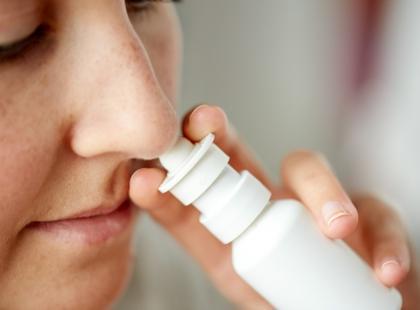 Ten lek znają wszyscy! Kolejny spray do nosa wycofany z obrotu