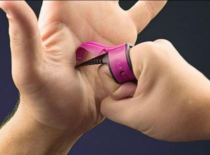 Ten pierścionek ochroni przed napadem!