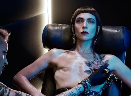 """""""Teraz wreszcie kocham siebie"""" – amerykańska artystka usuwa implanty i pokazuje, że po mastektomii warto żyć bez piersi"""
