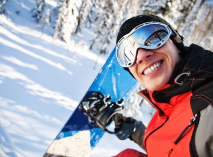 Test kasków narciarskich i snowboardowych: zjeżdżaj z głową… w kasku