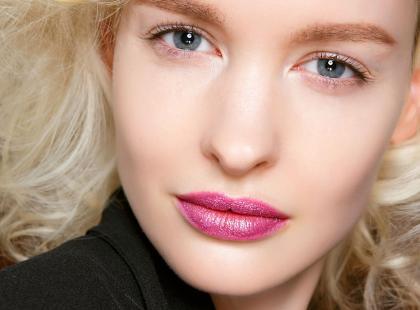 Test redakcji: metaliczne szminki AVON True Luminous Velvet. Jak się sprawdziły?