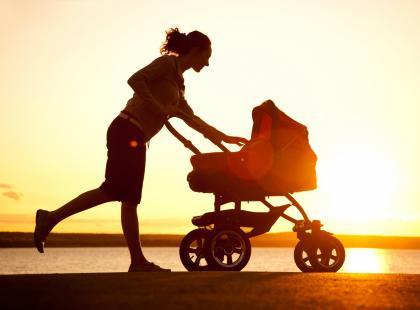 To dobra propozycja dla każdej mamy! Jak ćwiczyć podczas spaceru z dzieckiem?