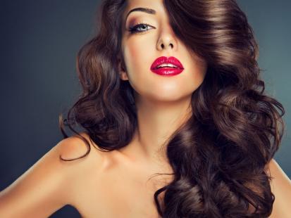 To jedz, by twoje włosy lśniły i szybciej rosły!