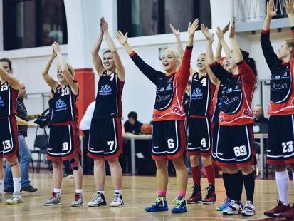 To już 90 lat kobiecych drużyn sportowych! Mecz legend koszykówki i obecnych zawodniczek