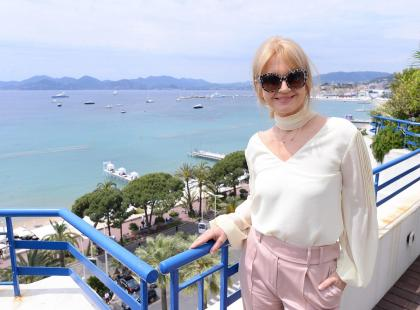 To nie hollywoodzka gwiazda, tylko Grażyna Torbicka, która jest teraz w Cannes. Wygląda zachwycająco