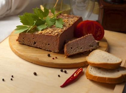 To specjalne danie na wielkanocnym stole, które kochają wszyscy. Zrób domowy pasztet drobiowy, którym zaskoczysz gości!