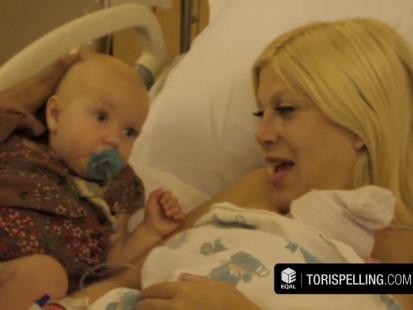 Tori Spelling w szpitalu kilka godzin po porodzie