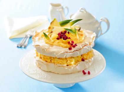 Tort bezowy z ananasem