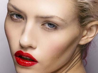 Trendy makijaż: Ogniste usta