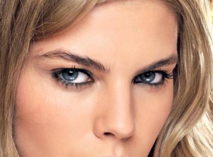 Trendy makijaż: Owocowy minimalizm