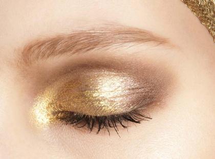 Trendy makijaż - Złoty pył