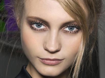 Trendy w makijażu: Czas na brąz