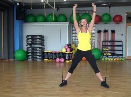 Trening gymstick na mięśnie barków