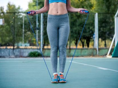 Trening ze skakanką – jak dobrać jej długość i jak z nią ćwiczyć?