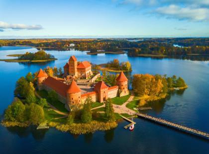 Troki na Litwie – zamek na wyspie, wzgórze aniołów i karaimska kuchnia