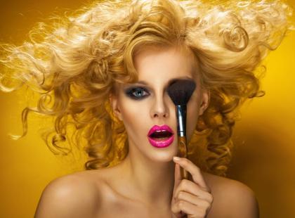 Trwały makijaż bez efektu maski - sprawdzone sposoby