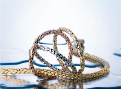 Trzy kolory złota w kolekcji Stretch