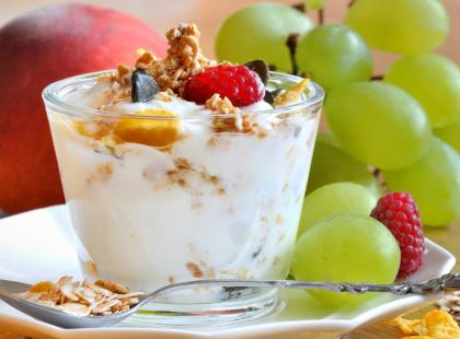 Twarożek z płatkami i owocami - lekkie śniadanie