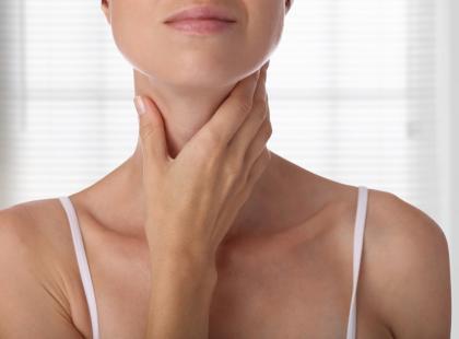 Twoja szyja jest obrzęknięta? Zobacz, o czym to może świadczyć!