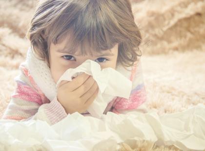 Twoje dziecko ciągle jest zakatarzone? Sprawdź, jak z tym skutecznie walczyć