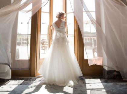 Tył sukni ślubnej ma znaczenie! Zobacz najpiękniejsze zdjęcia