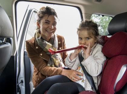 """""""Tylko my dwie, bez żadnych dodatkowych bodźców"""". Jak wspólna jazda samochodem buduje więź mamy z córką"""