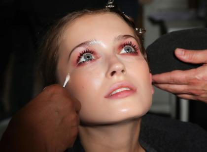 Tymi kosmetykami wyczarujecie najmodniejszy makijaż sezonu wiosna-lato 2018!