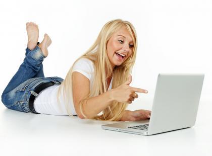 Ubaw i przemoc – śmiech w internecie