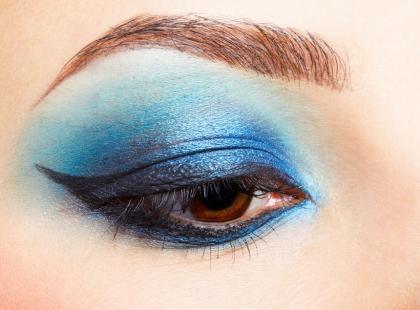 Umaluj oczy na niebiesko