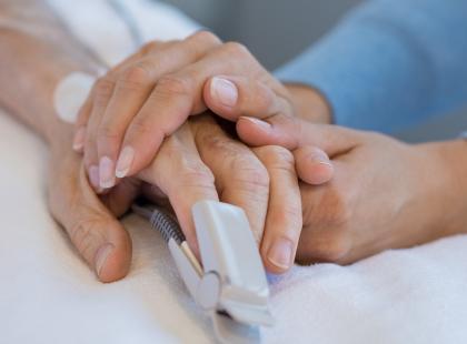 Umarł w kolejce do szpitala. Jak się leczy raka w Polsce?