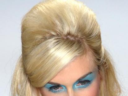 Upięcie a la Brigitte Bardot