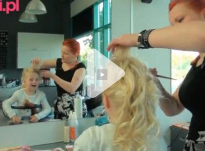 Upięcie z kręconych włosów na komunię krok po kroku! [video]