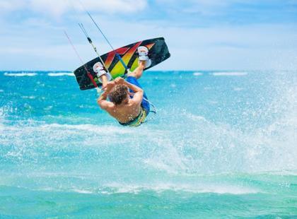 Urazy i kontuzje w kitesurfingu – na co uważać?