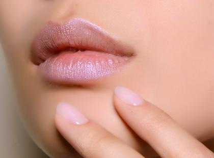 Utlenialne szminki podbijają serca kobiet na całym świecie. Czy wiecie co to takiego?