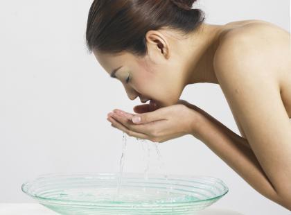 Utrwalanie makijażu lodowatą wodą?! Tak, to działa!