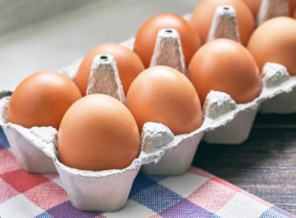 Uwaga! Jajka z Biedronki mogą zawierać bakterie salmonelli. Sprawdź, o które partie chodzi.