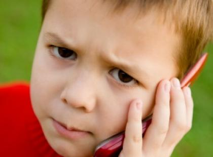 Uwaga na dzieci i telefony komórkowe!