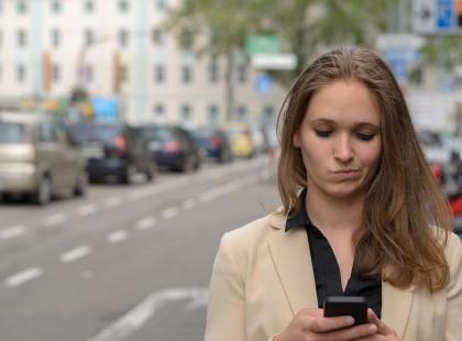 Uwaga na podejrzane SMS-y – to kolejna próba wyłudzenia pieniędzy od Polaków. Oszuści są coraz sprytniejsi!