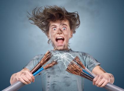 Uwaga! Prąd – 30% porażeń ma miejsce w domu