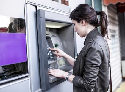 Uwaga, te trzy banki mogą być niedostępne w weekend. Jeśli masz w nich pieniądze, lepiej wcześniej wyjmij gotówkę!