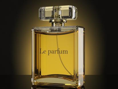 Uważajcie na podróbki perfum! Policja zabezpieczyła aż 52 tysiące flakonów
