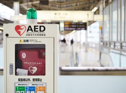 Użycie defibrylatora zwiększa szanse na przeżycie poszkodowanego z 5% do 70%!