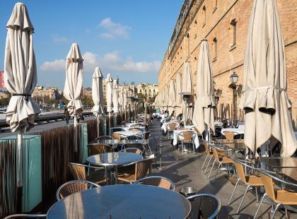 W Barcelonie coraz więcej restauracji rezygnuje z wi-fi. Powód? Goście w ogóle ze sobą nie rozmawiają...