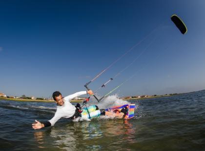 W co się ubrać na kitesurfing?
