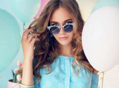 W pełnym makijażu, czy dziewczęco i naturalnie? Zobacz, co zrobić, by wyglądać idealnie latem!