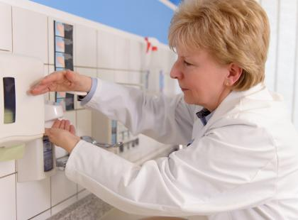 W szpitalach nie dochodzi do co trzeciej dezynfekcji rąk