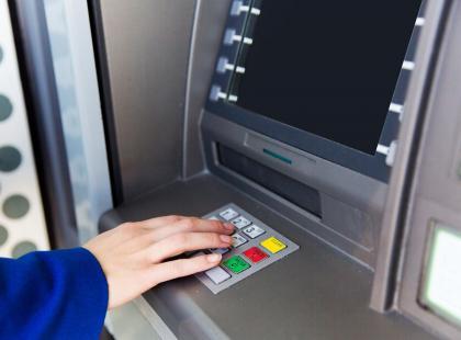 W weekend możecie mieć problem z dostępem do pieniędzy. Wiele banków zaplanowało prace modernizacyjne!