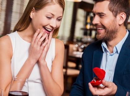 Walentynki czy rocznica poznania? Kiedy najczęściej oświadczają się mężczyźni?