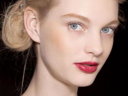 Walentynki - Zmysłowy makijaż dla blondynki