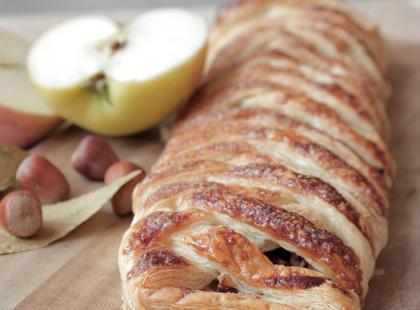 Warkocz z ciasta francuskiego z jabłkami